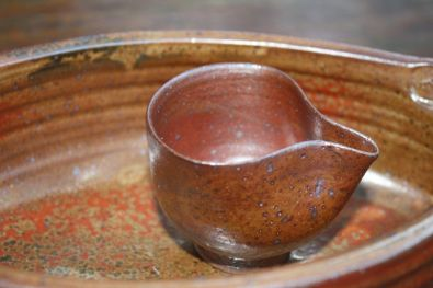 'Shino' pourer on baking dish